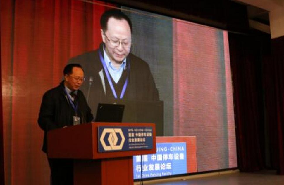 中国设备管理协会副会长兼秘书长牛昌文致辞